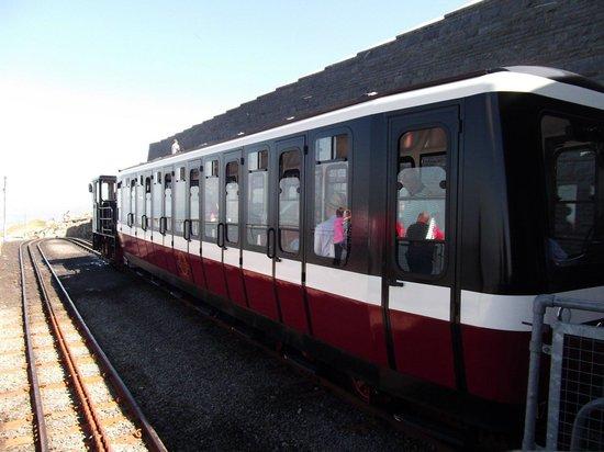 Snowdon Mountain Railway : The train now departing