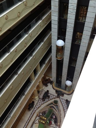 Grand Excelsior Hotel Bur Dubai : view from the fifth floor landing showing hte lifts and the foyer