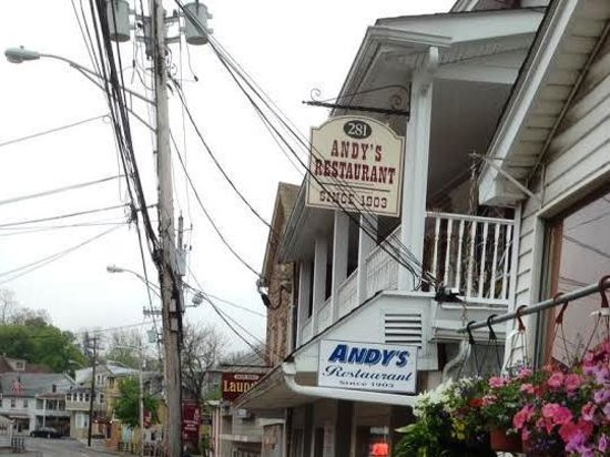 Andy's Restaurant: Street sign