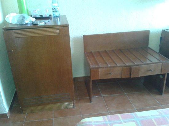 Hotel Tuxpan Varadero: Muebles viejos