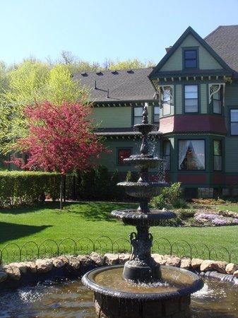 Habberstad House: Springtime!