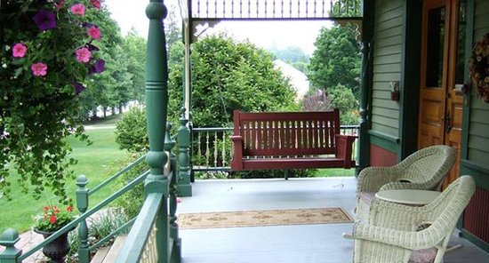 Habberstad House: Our wonderful front porch swing