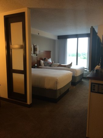 Hyatt Place Oklahoma City Airport: Two double beds. Teen son picked his spot.