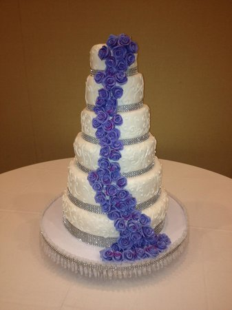 Wedding Cake 6 tier - Picture of House of Cakes, Oranjestad ...