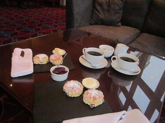 Hallmark Hotel Bournemouth Carlton: The delicious cream tea!!