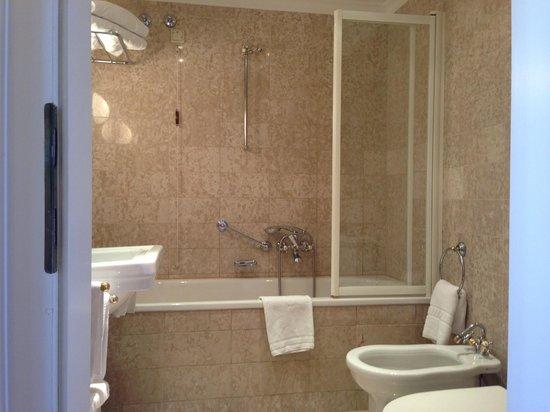 Hotel Sacher Salzburg: Badezimmer