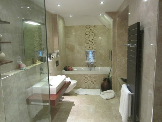 Applegarth Villa Hotel and Restaurant: Bathroom to die for!