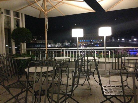 Hotel Sacher Salzburg: Bar-terrasse am Abend