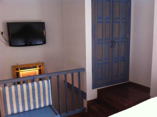 Las Casas de La Juderia : Cramped first room