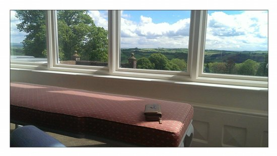 Highbullen Hotel: great reading and chilling area with breathtaking views