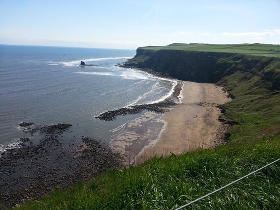 Whitby Holiday Park: saltwick bay