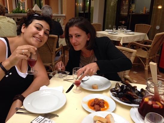 Hotel Miranda: a few glasses of sangria, aperitif, awaiting paëlla