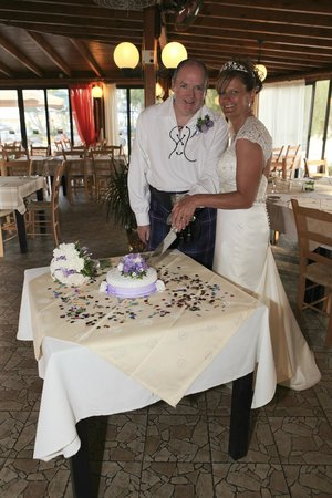 Isaac Tavern: Pre Meal cutting of cake