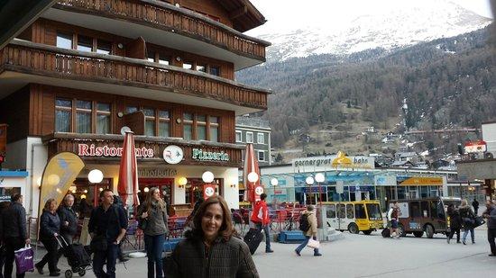 Hotel Testa Grigia : Praça  central  de  Zermatt