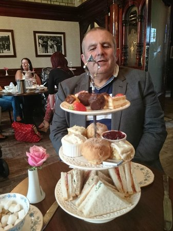 Sloan's Bar and Restaurant: afternoon tea