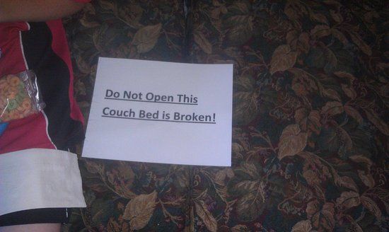 Chateau Resort & Conference Center: Broken pull out sofa