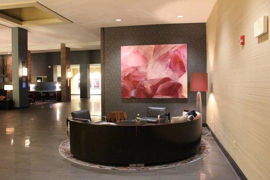 Hilton Parsippany : Lounge area main lobby