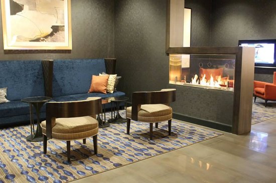 Hilton Parsippany: lounge area