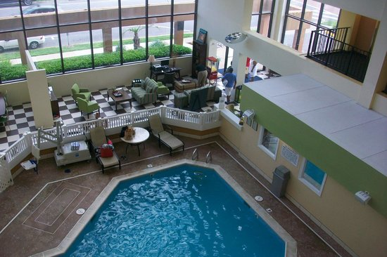 Atrium Resort: Atrium Pool