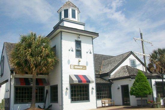 Atrium Resort: Captain George's Seafood Buffet
