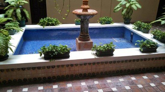 All Ritmo Cancun Resort & Waterpark: Empty water fountain 2