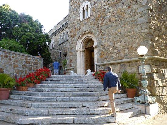 Grand Hotel Dei Castelli: Scalinata con ingresso al ristorante