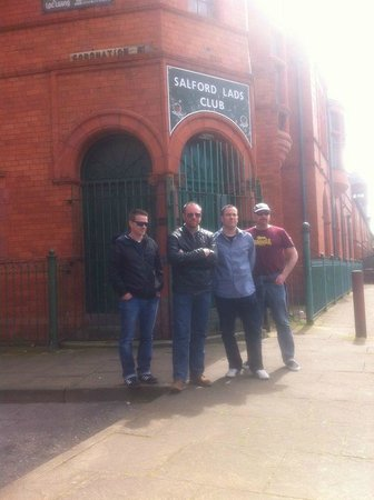 Manchester Music Tours: The Marvelous Beauhunks - outside the Salford Lads Club