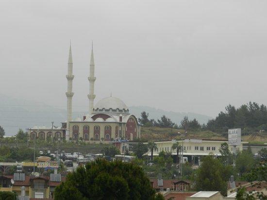 Hotel Akin Paradise: вид из окна - мечеть