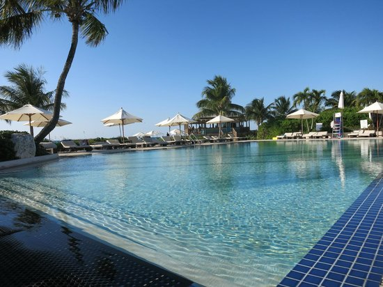 Club Med Columbus Isle : Pool was never crowded