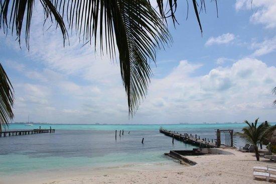 Maria's Kan-kin: Private beach