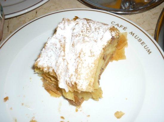 Cafe Museum: Яблочный штрудель - сказка