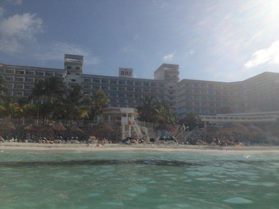 Hotel Riu Caribe: Sea view of hotel