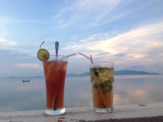 Ad Hoc Beach Cafe : Links: sex on the beach Rechts: mochijto ohne alkohol