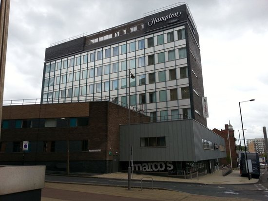 Hampton By Hilton Sheffield: View from outside