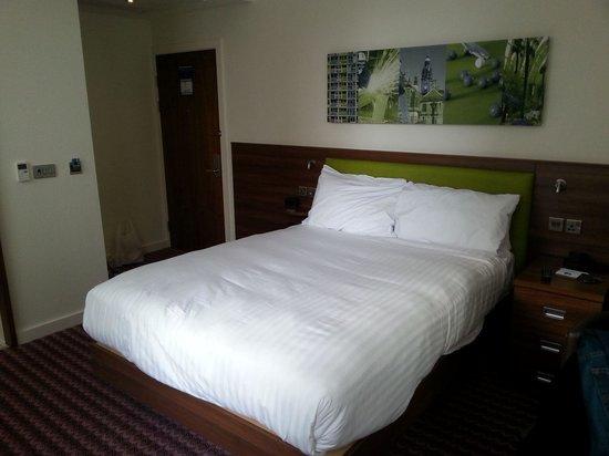 Hampton By Hilton Sheffield: Bed