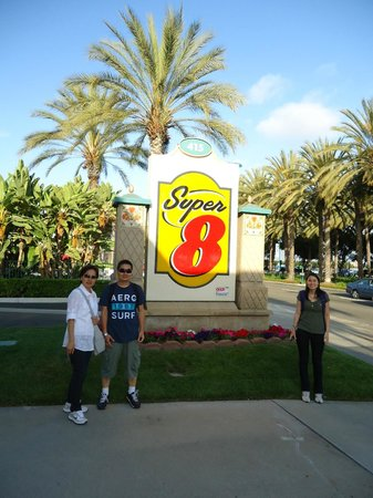Super 8 Anaheim Near Disneyland: Placa de identificação do hotel