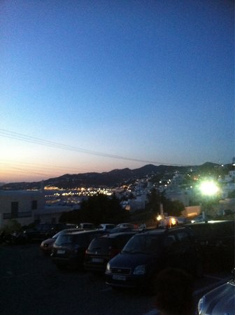Nissaki Boutique Hotel : View from anamos car park Mykonos town