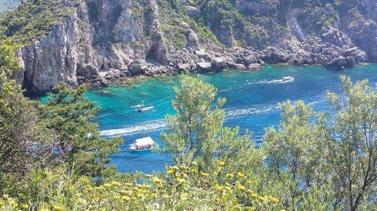 Corfu Taxi Private Tours : Palaiokastritsa boats for caves