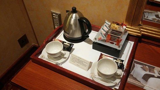 Michelangelo Hotel: tea- 24/7