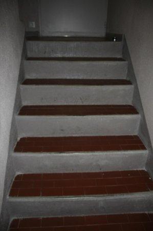 Belambra Clubs -  Les Terrasses de St  Paul-de-Vence : escalier reliant les 2 appartements