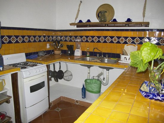 Posada Yum Kin: Kitchen with gas stove/oven