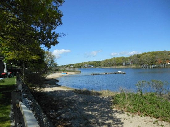 Green Harbor Waterfront Lodging: Beach on Green Pond