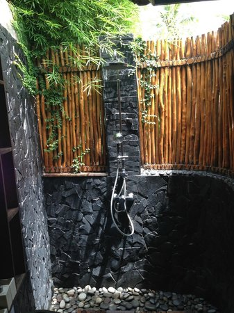 Kura Kura Yoga Retreat : my natural eco shower...