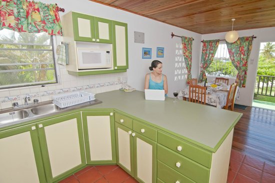 Lance Aux Epines Cottages: Apartment kitchen area