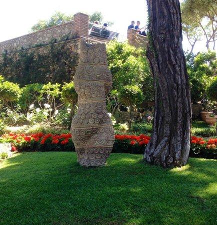 Garden sculptures picture of giardini di augusto capri for Garden giardini