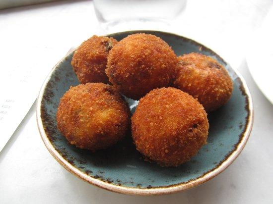 Jose Tapas Bar: Jamon croquetas - balls of brilliance!