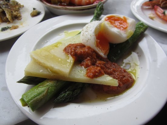 Jose Tapas Bar: asparagus with cheese and eggs
