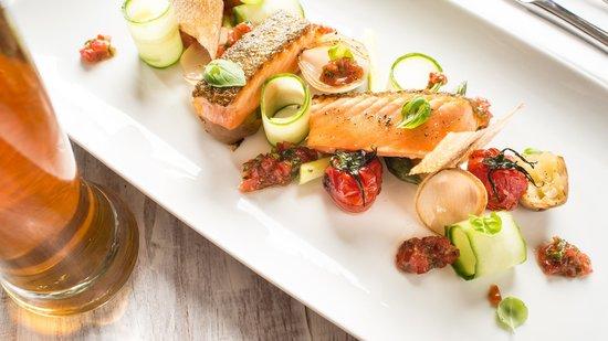Hilltop Bistro : Roasted spring salmon