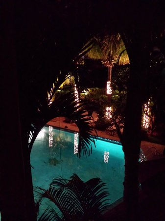 The Caribbean Court Boutique Hotel: Pool at Nite