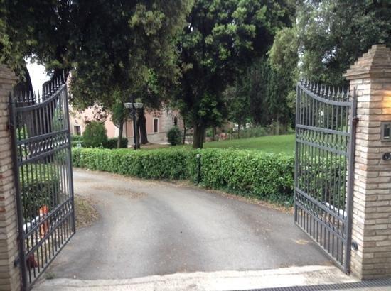 Villa Spirito Santo: entrata e giardino